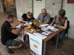 Kartais norintiems pasirašyti donoro kortelę pritrūkdavo kėdžių
